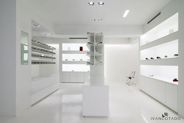 Iluminación Comercial. Óptica en Ponferrada, León. Proyecto de Ivan Cotado Diseño de Interiores