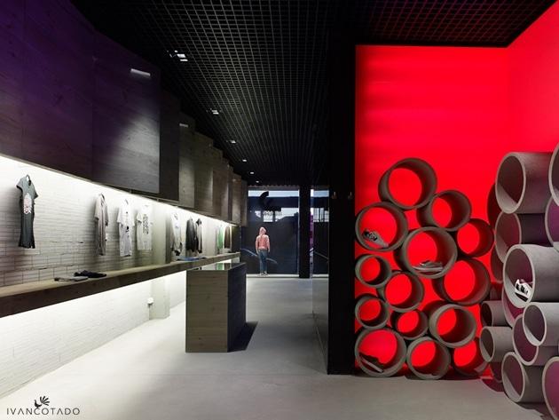 Mundaka World, diseño de tienda de ropa urbana en Santiago de Compostela.