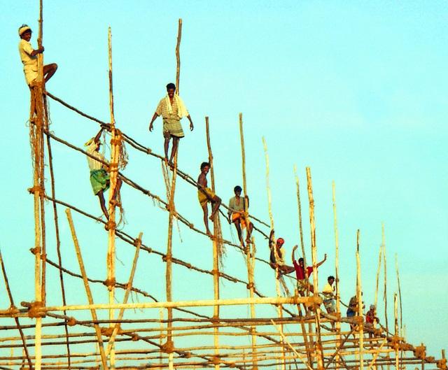 Ivan Cotado Diseño de Interiores. Construcción y reformas mediante subcontratación. Obreros de la construcción en India.