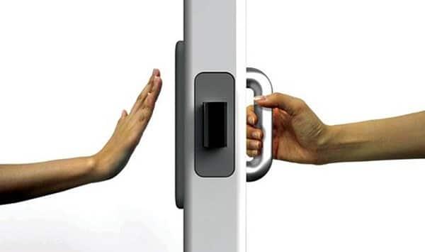 """Arquitectura para discapacitados, una burda etiqueta comercial. Usabilidad puerta """"In & Out Door"""" by Jeon Hwan Soo"""