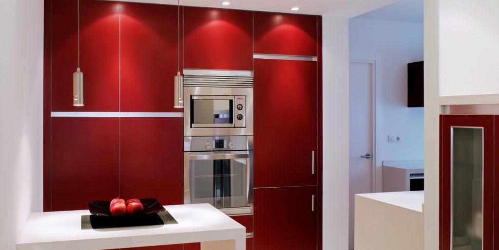 Diseño interior de piso en Galicia. Vista frontal de cocina
