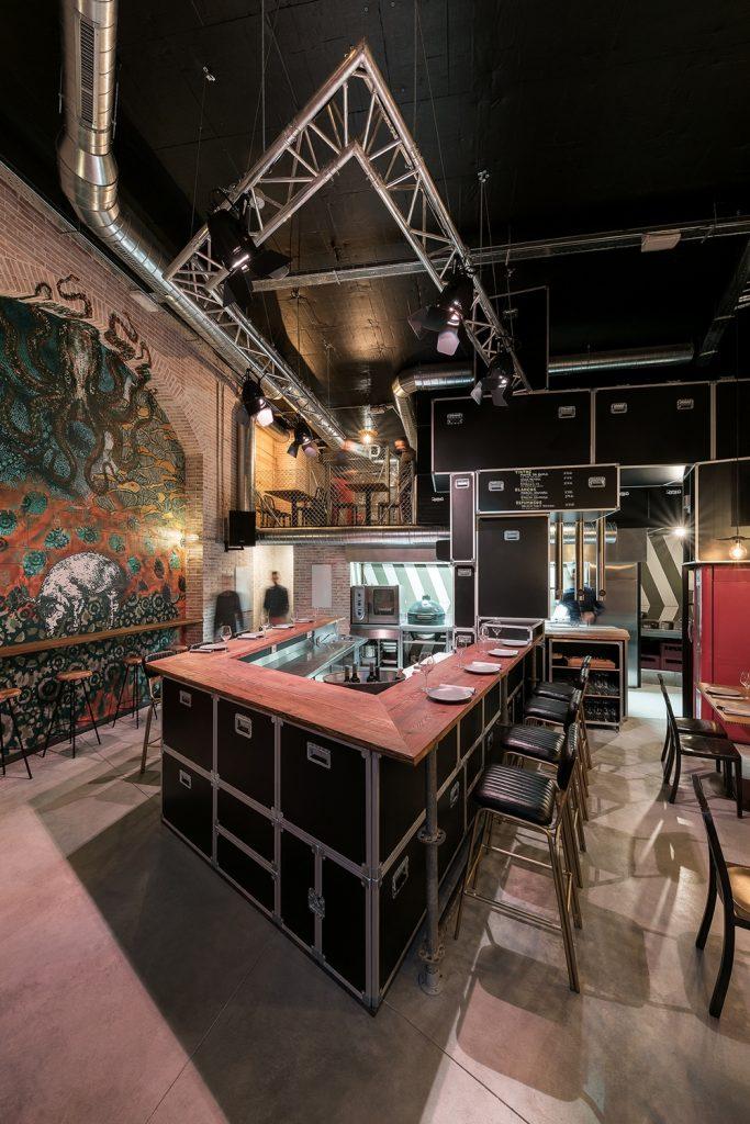 Vista barra y grafiti de Sebla en Diseño de Restaurante