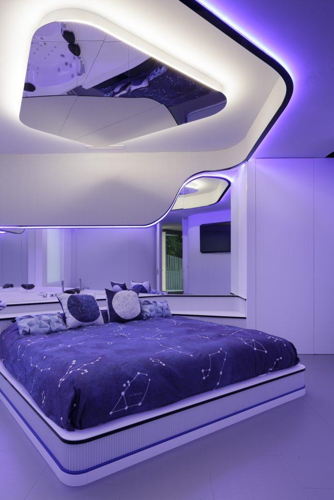 Domitorio y jacuzzi-Diseño interior vivienda futurista en Elche